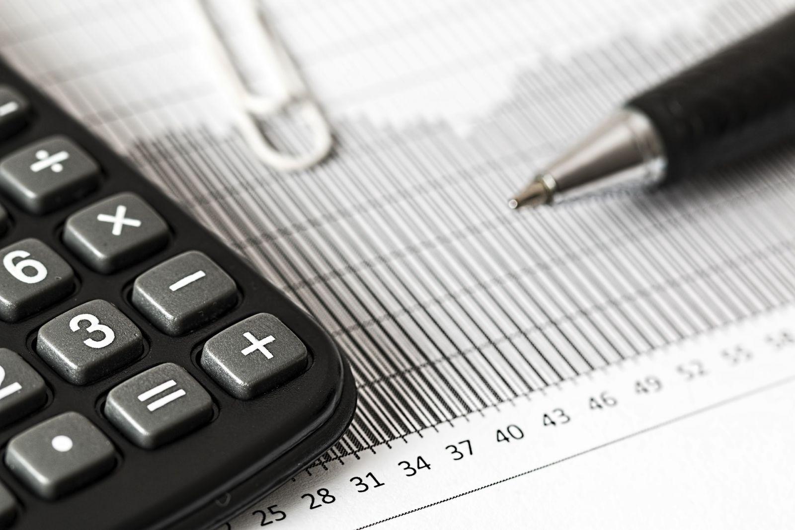 calculator 1680905 1920 - Las grandes empresas pagaron un tipo efectivo del 6,14% en el Impuesto de Sociedades en 2016