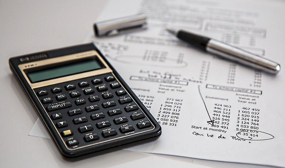 1 10 - Hacienda baja los recargos por pagar impuestos fuera de plazo