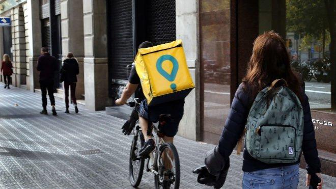 glovo - Trabajo lanza la inspección sobre Glovo y Deliveroo por los autónomos